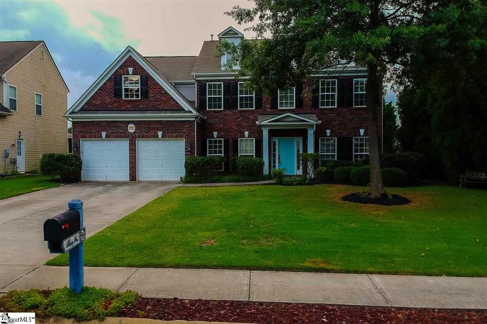Kiersten Bell- Greenville Real Estate Mom